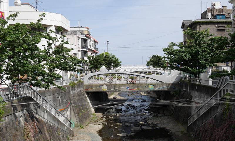 中華料理 幸華様は熱海市渚町の糸川遊歩道沿いにあります
